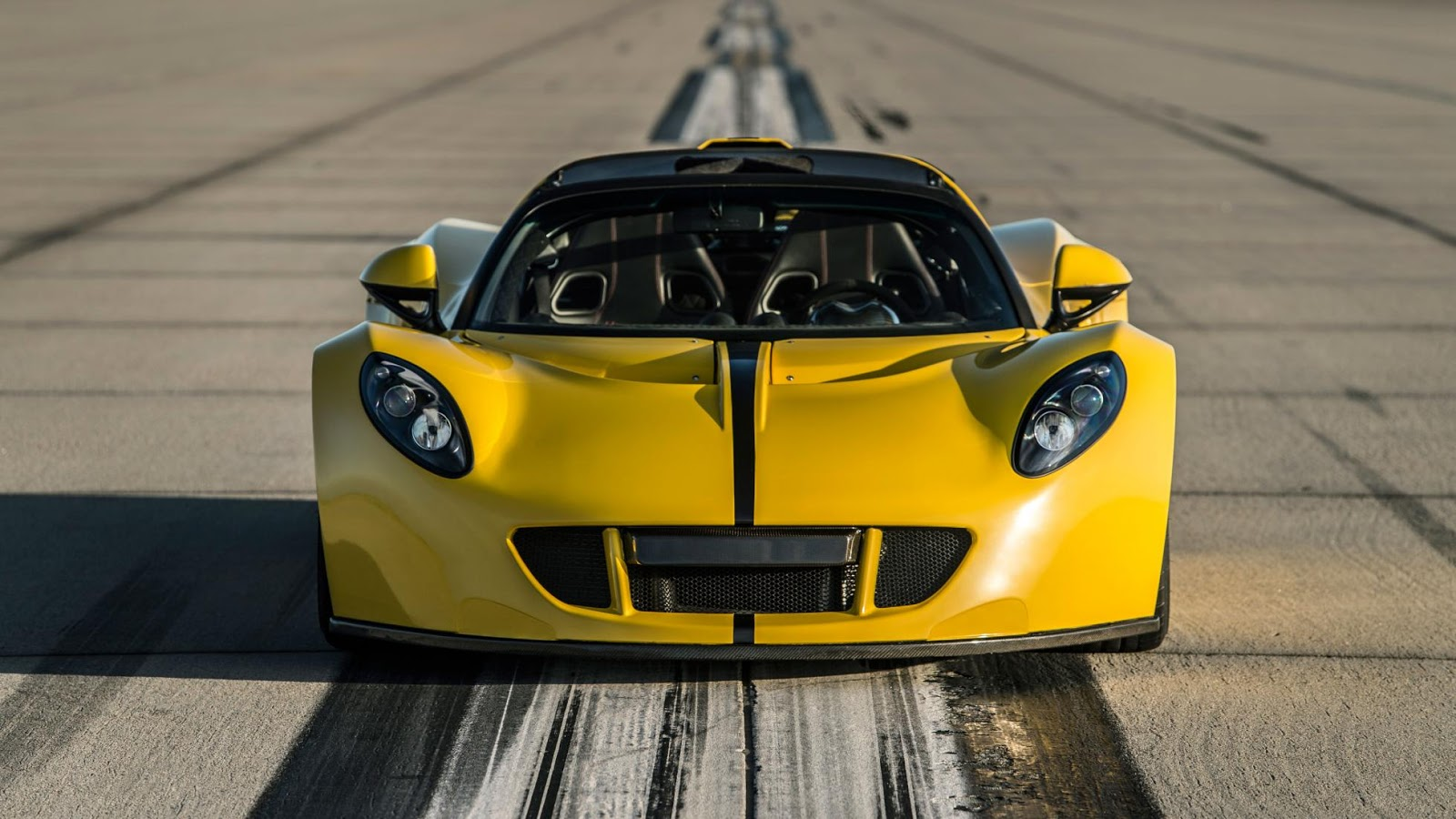Siêu xe Hennessey Venom GT Spyder đạt tốc độ 427,5 km/h