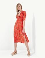 https://www.stradivarius.com/pl/kobieta/ubrania/sukienki/d%C5%82uga-sukienka-z-dekoltem-c1020047028p300329522.html?colorId=350