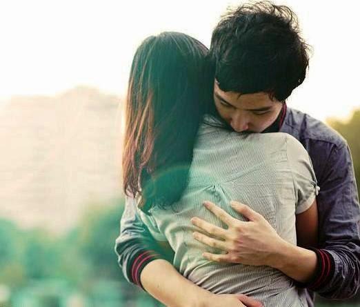 Vòng tay ôm buộc chặt yêu thương
