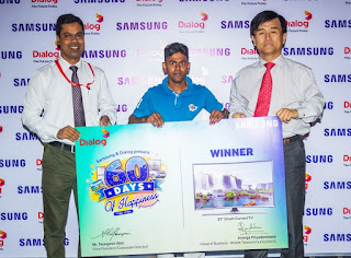 Prize winner, M.P.B Eranga with Youngmin Shin - Managing Director of Samsung in Sri Lanka and Asanga Priyadarshana - Head of Business, Mobile Telecommunications, Dialog