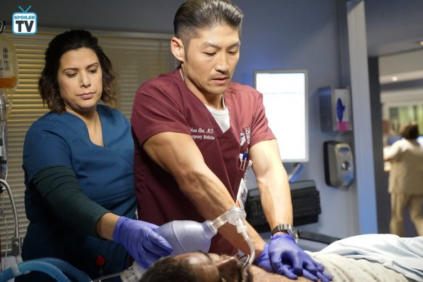 """NUP 185325 0297 595 Spoiler%2BTV%2BTransparent - Chicago Med (S04E11) """"Who Can You Trust"""" Episode Preview"""