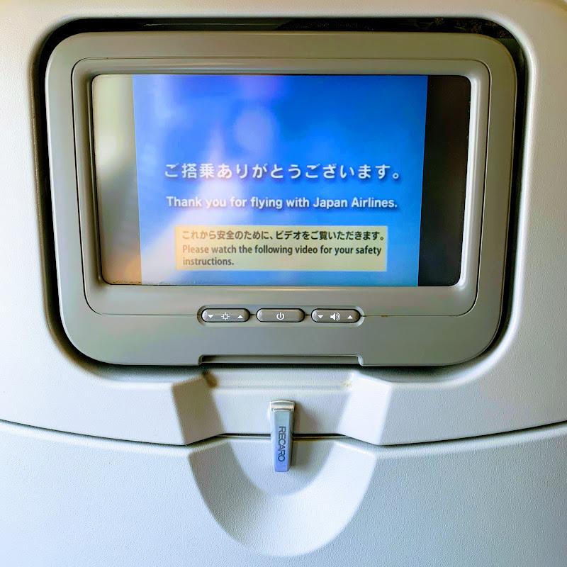 国際線機材。個人用エンタメは使えません。 / 29レグ 東京(羽田)→名古屋(中部) / JAL201【2019年の搭乗メモ】