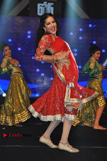 Bollywood Actress Model Sunny Leone Dance Performance in Red Half Saree at Rogue Audio Launch 13 March 2017  0062.jpg