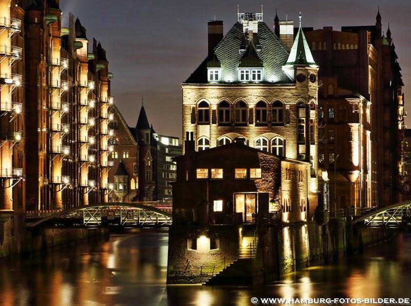 Hamburg Speicherstadt Wasserschloss bei nacht