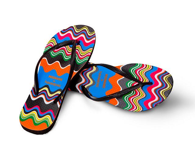 d83bde99ae 1 - As Havaianas Missoni  Fruto de uma parceria entre a marca Missoni e as  Havaianas. O resultado desta parceria são chinelos com estampas super  coloridas.