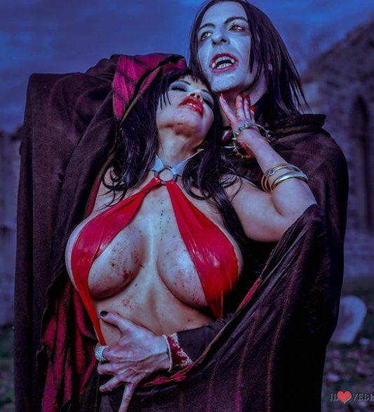 Cosplay - Vampirella 'Bianca Beauchamp' Vs. Dracula