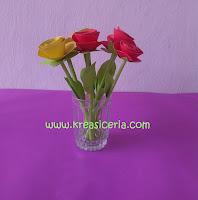 Cara Membuat Bunga Mawar dari Kertas Warna-warni
