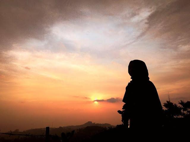 foto sunset di puncak bintang bukit moko