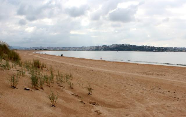 Pasear por la playa. Playa de las Quebrantas. Playa de Somo. Ribamontán al Mar. Cantabria