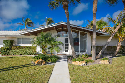 Luxury mid-century modern homes in Florida, offered by estate agent  Tobias Kaiser