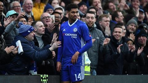 Sự nồng nhiệt của khán giả dành cho cầu thủ này