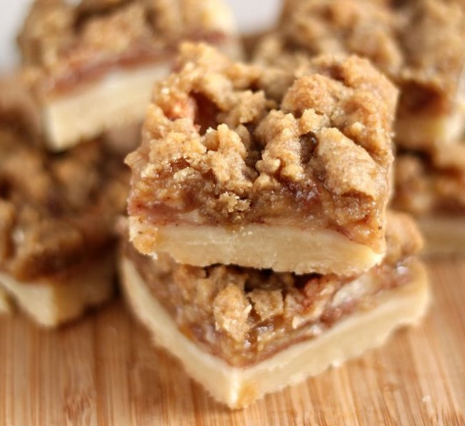 Apple Crisp Shortbread Bars #shortbread #desserts