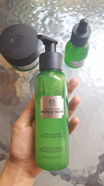 the body shop, skincare, drops of youth, review, cruelty free, stem cell products, beauty, beauty blog, skincare blog, skincare review, hijabi, no makeup, no makeup selfie, get unready with me, night time routine, skincare routine,