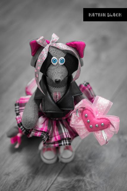 Интерьерная игрушка - енот в косухе и розовых кедах. Игрушка ручной работы. Романтичный подарок.