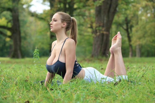 Ella es Jordan Carver, una infartante instructora de yoga