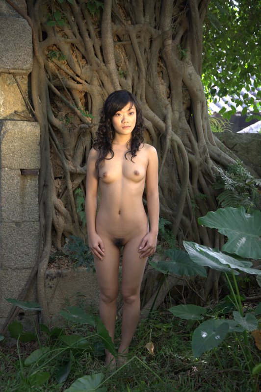 totally-naked-chinese-girls-daughter-pooping-outside