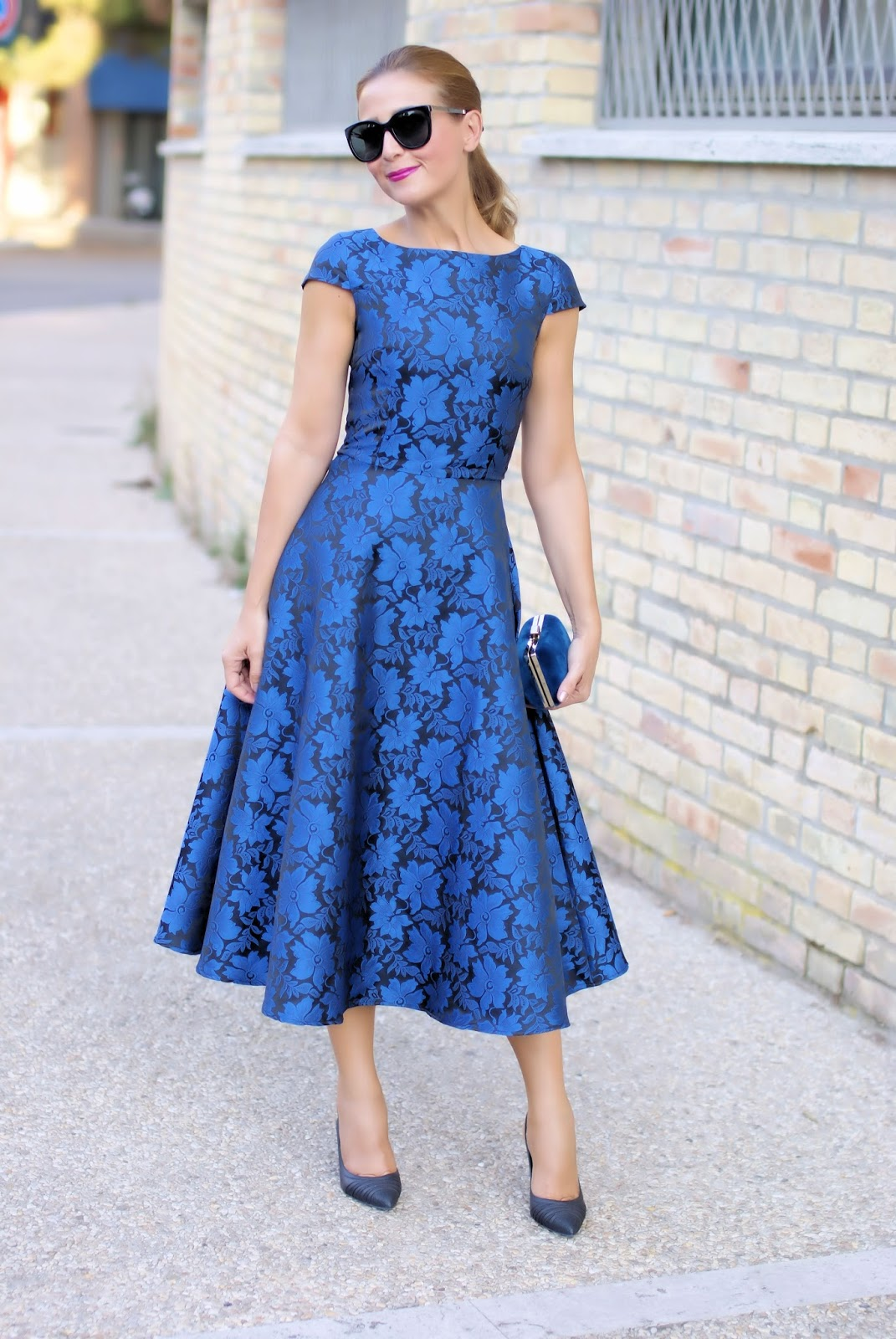 Jacquard blue dress on Fashion and Cookies fashion blog, fashion blogger style