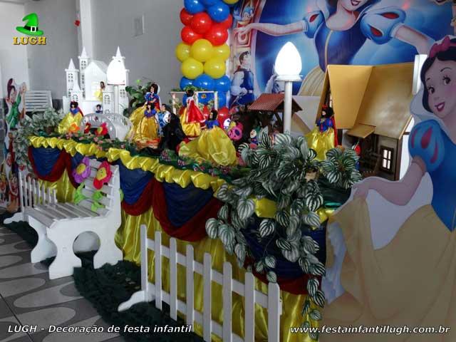 Decoração festa de aniversário tema Branca de Neve - Mesa infantil de tecido luxo