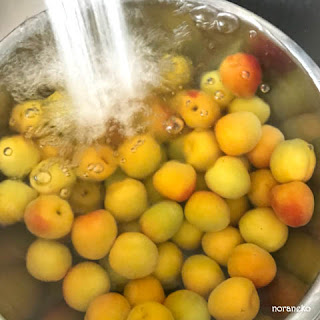 梅酒のレシピ 梅を洗う