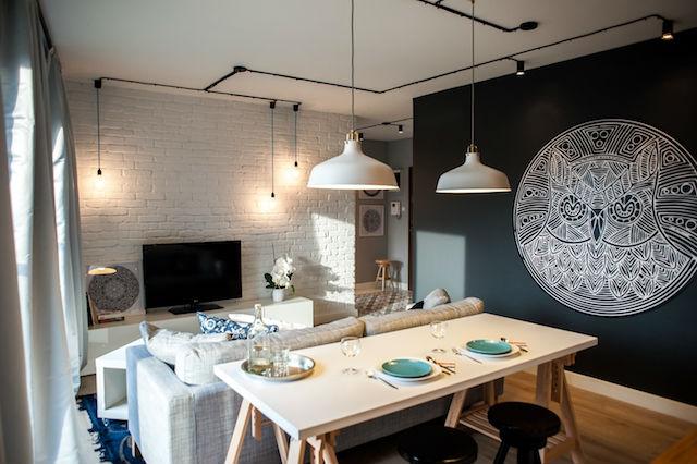 salón comedor con cables a la vista