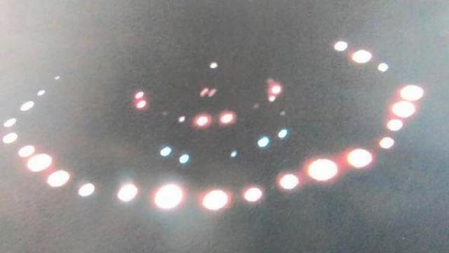 Scottish-man-takes-amazing-close-up-photograph-of-UFO