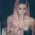 Aksi Kim Kardashian Tak Berbaju Sambil Makan Mi Dianggap Lucu