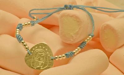 Pulsera de comunión con medalla de Virgen de plata hecha a mano montada en nylon con motivos y terminales en plata