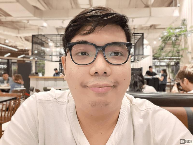 Selfie indoor live focus