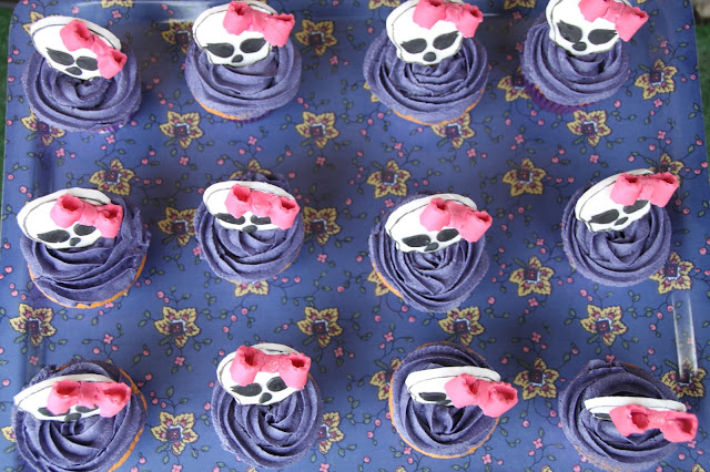 cupcakes-de-fresa, strawberry-cupcakes, monster-high-cupcake