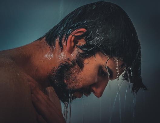 गर्म पानी से स्नान करें