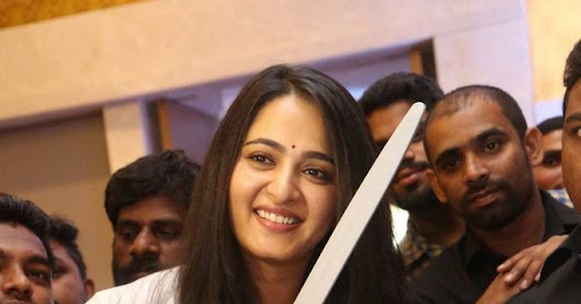 Anushka Shetty Long Hair Photos At Hindi Baahubali 2 Press Meet
