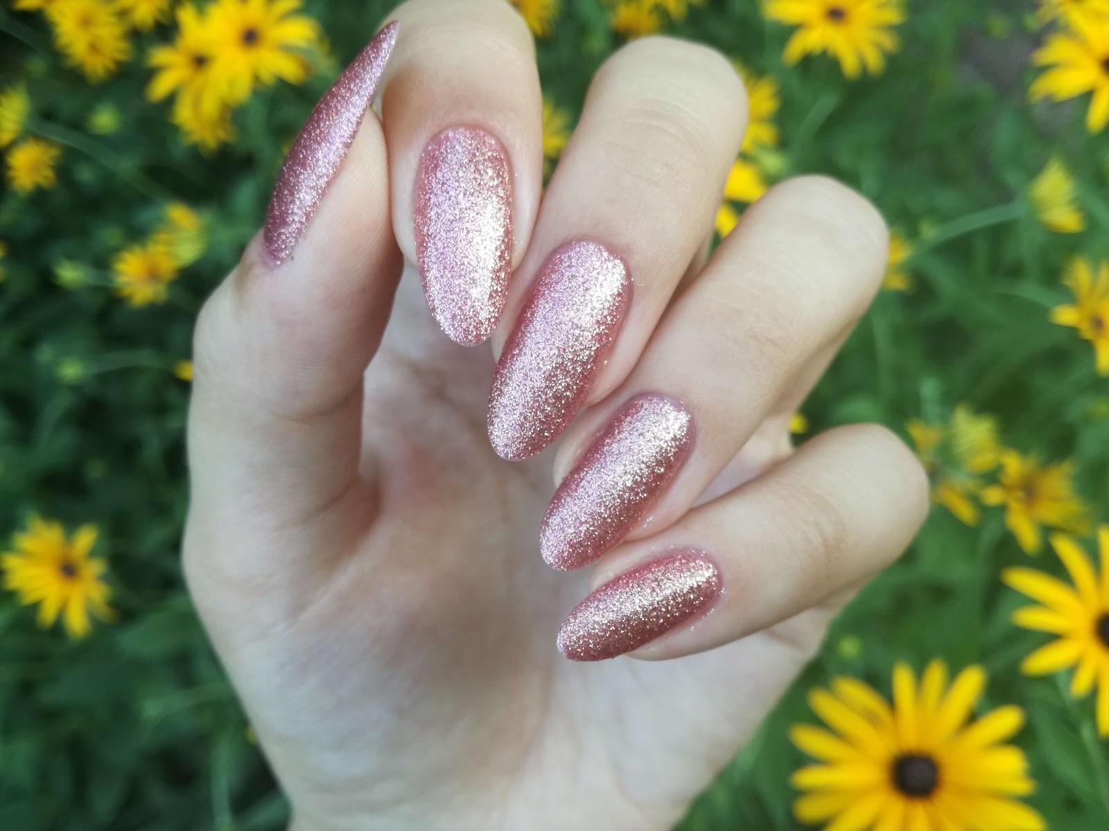 paznokcie Missha brokatowe