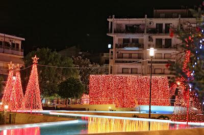 """Ζωντανεύει σήμερα η """"Μαγική Πλατεία"""" στο Άργος με το άναμμα του Χριστουγεννιάτικου Δέντρου"""
