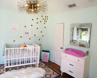 habitación de bebé con lunares