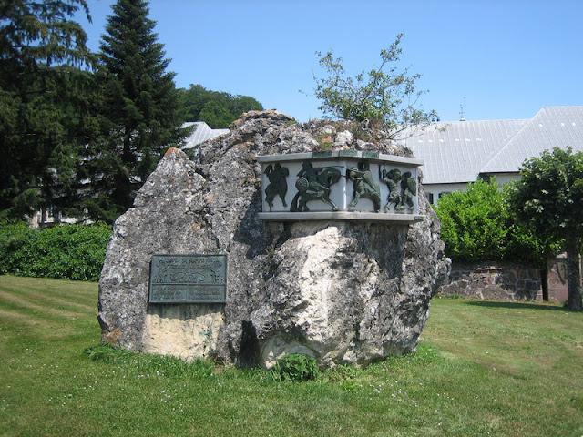 Piedra en homenaje a la Batalla de Roncesvalles