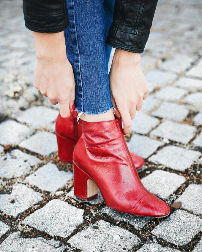Como usar bota vermelha de cano curto