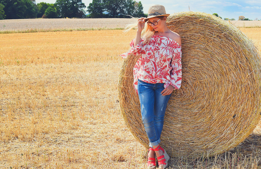 Modeblog für Frauen über 40, Offshoulder Blouse, Bluejeans, Summerlook