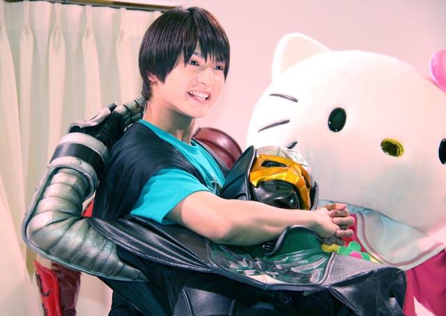 Kamen Rider Den-O Akan Berkolaborasi Bersama Dengan Hello Kitty