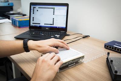 Tablet tattili braccialetti sonori app per non vedenti