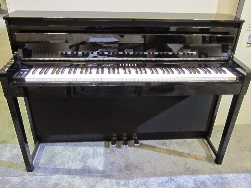 Yamaha CLP585 polished ebony digital piano
