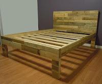 cama sencilla hecha con palets