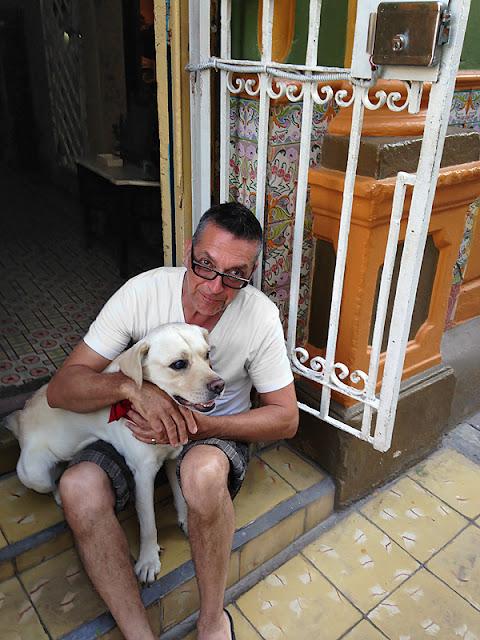 Le chien de la famille à la Casa Mary y Miguel