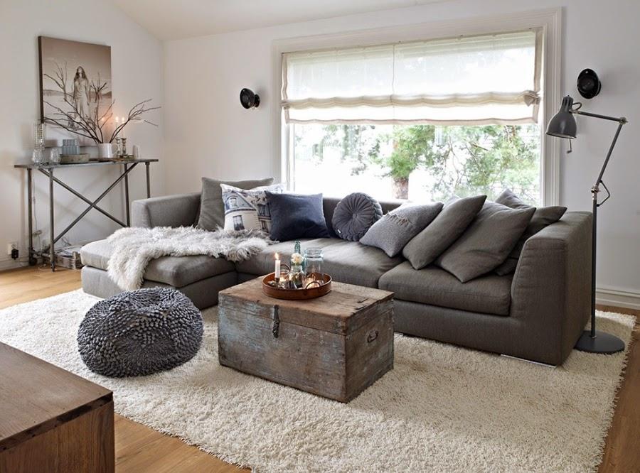 Mieszkanie w skandynawskim stylu z dodatkami vintage, wystrój wnętrz, wnętrza, urządzanie domu, dekoracje wnętrz, aranżacja wnętrz, inspiracje wnętrz,interior design , dom i wnętrze, aranżacja mieszkania, modne wnętrza, białe wnętrza, styl skandynawski, vintage, starocia, salon, kanapa, poduszki, styl skandynawski, skrzynia, kufer