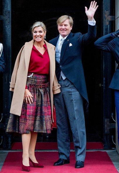 Queen Maxima and Princess Beatrix at New Years reception. Maxima wore Natan dress, Natan pumps
