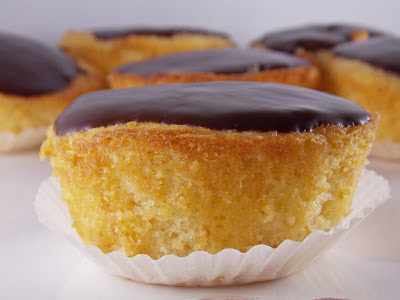 "Cupcakes nach Art ""Boston Cream Pie"""