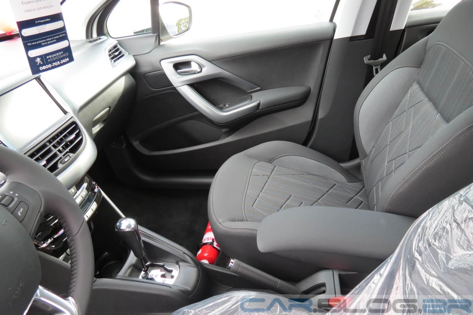 Peugeot 208 griffe autom tico fotos pre o consumo e for Interno peugeot 208