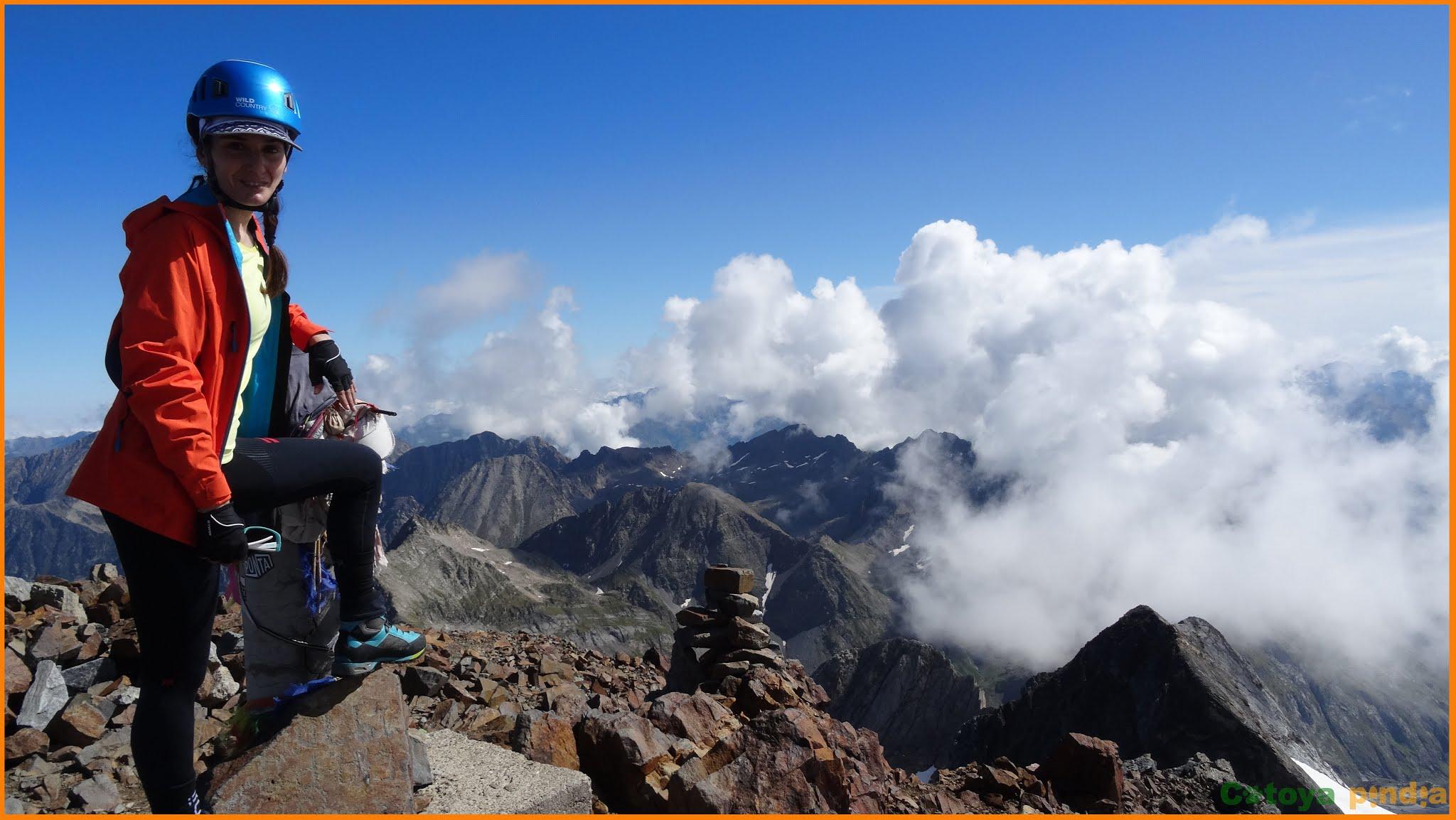Pico Vignemale. Techo de los Pirineos franceses. Ruta por los Pirineos.
