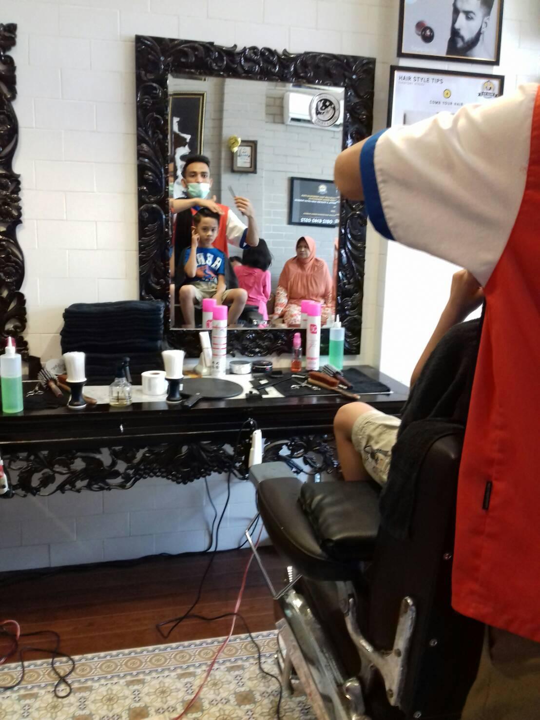 Pengunjung sir salon akan dimanjakan oleh model rambut masa kini