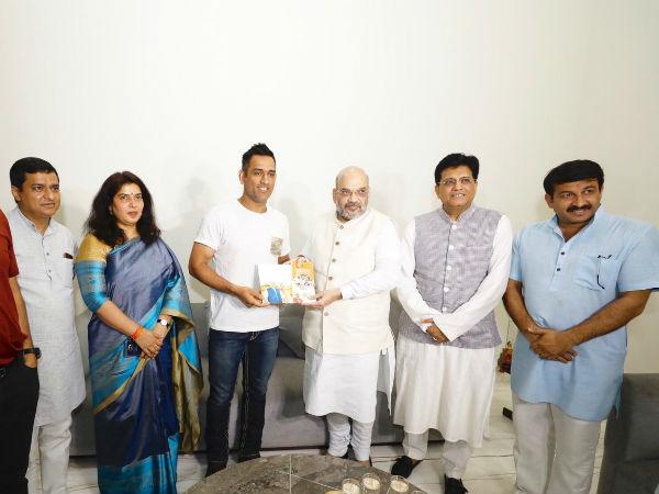 टीम इंडिया के पूर्व कप्तान महेंद्र सिंह धोनी से मिले अमित शाह