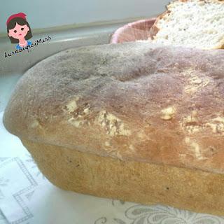 Çörek otu ve susamla tatlandırılmış  ev ekmeği